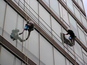 高所窓硝子清掃ロープ作業