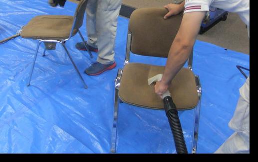 会議椅子クリーニング中