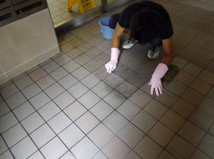 タイル薬品洗浄中