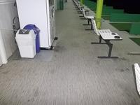 ゴルフ打ち放ち練習場カーペットクリーニング前