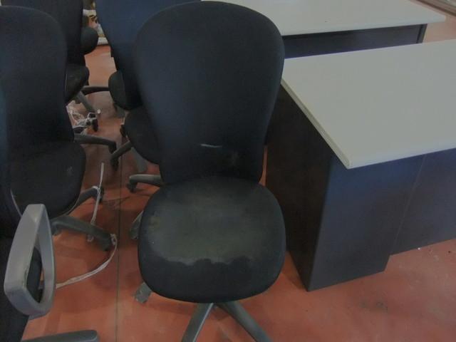 工場椅子クリーニング前
