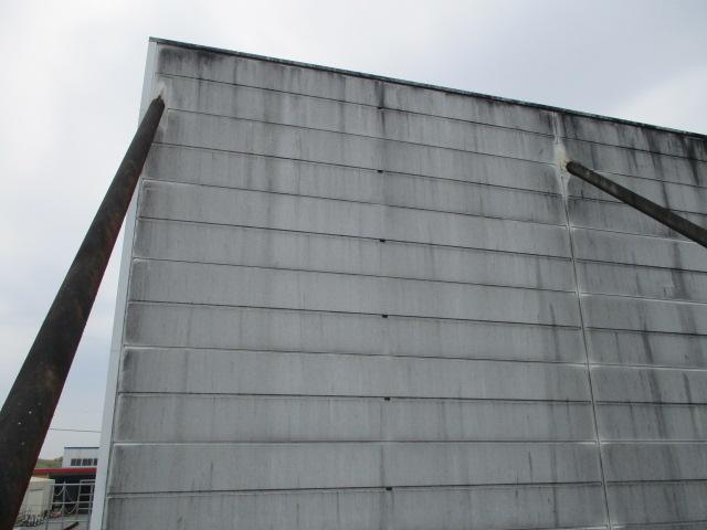 工場外壁パネルクリーニング前