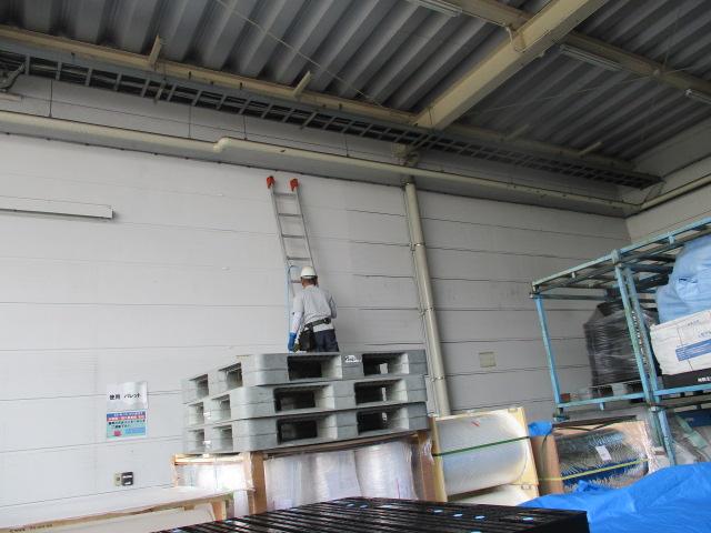 倉庫アルミパネル 壁面清掃