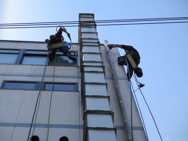 工場壁面 ダクト ロープ 清掃